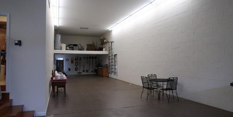 210 Hawthorn Loop_garage